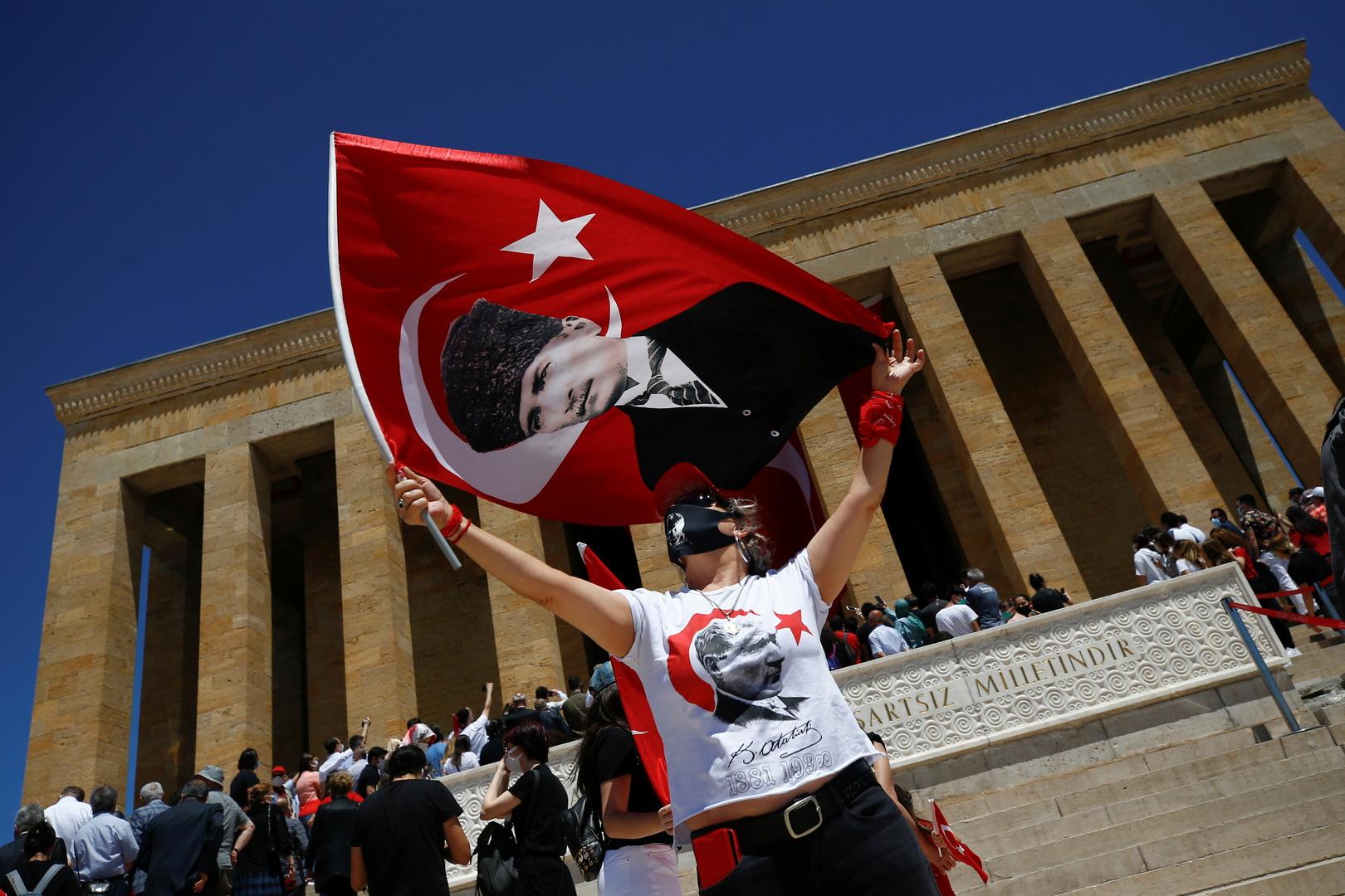 تركيا تسجل 5626 إصابة و74 وفاة بفيروس كورونا