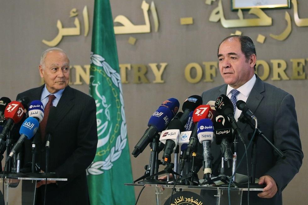 وزير الخارجية الجزائري صبري بوقدوم والأمين العام لجامعة الدول العربية أحمد أبو الغيط.