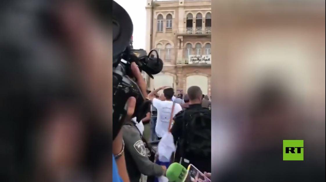 اعتداء المستوطنين على صحفيين في باب العامود من بينهم طاقم قناة آرتي