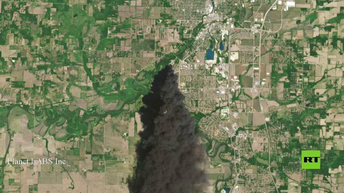صور من الأقمار الصناعية تظهر مدى قوة الحريق في ولاية إلينوي