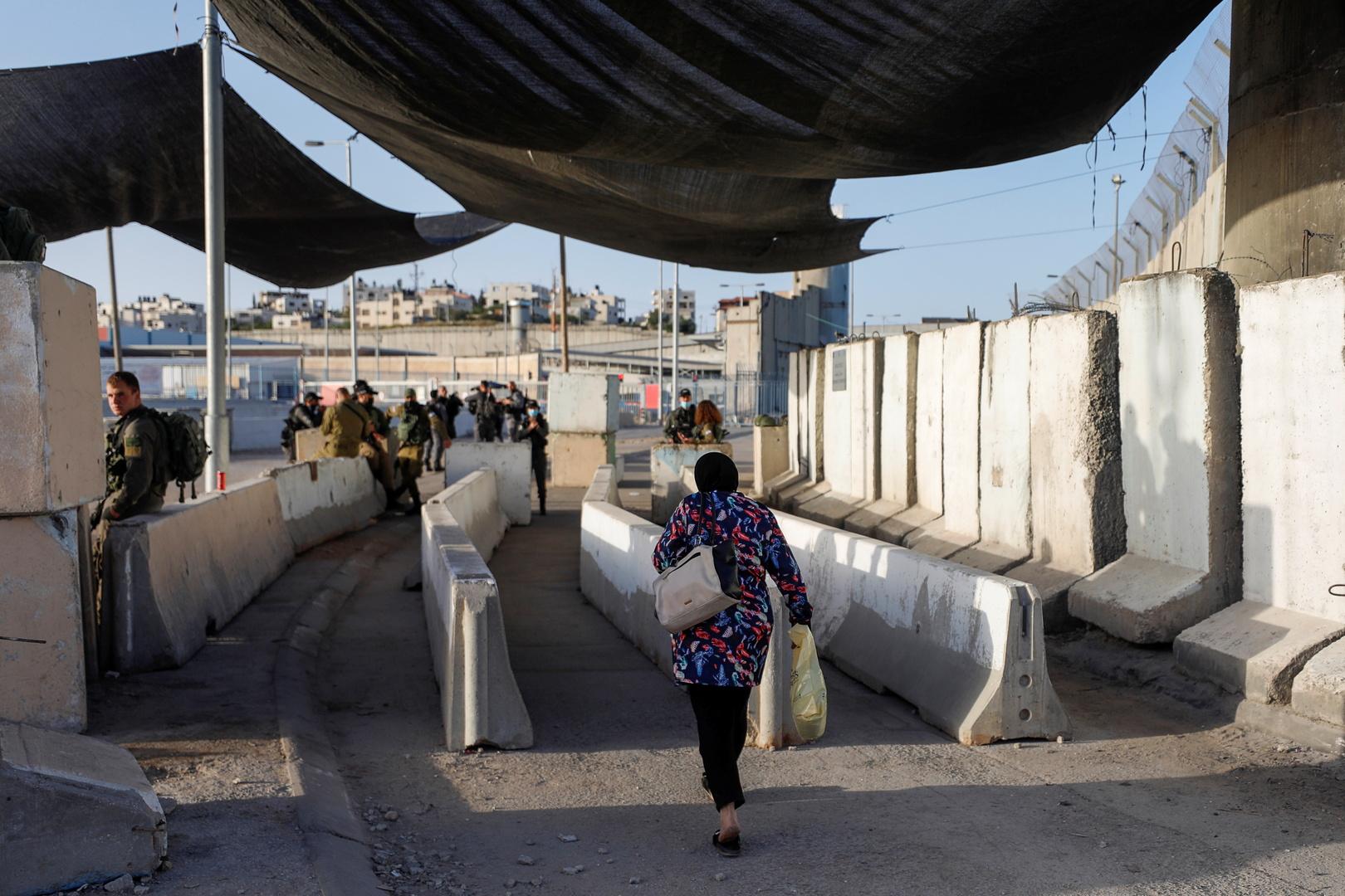وفا: الجيش الإسرائيلي يقتل سيدة فلسطينية سلكت طريقا عسكريا بالخطأ (صورة+فيديو)