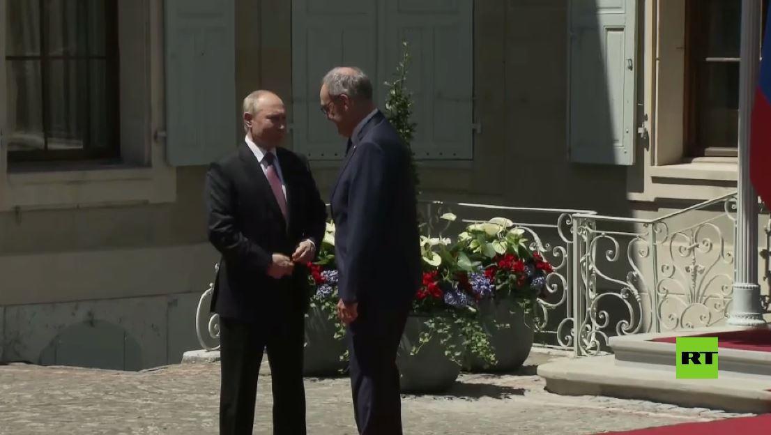 لحظة وصول بوتين إلى قصر لا غرانج