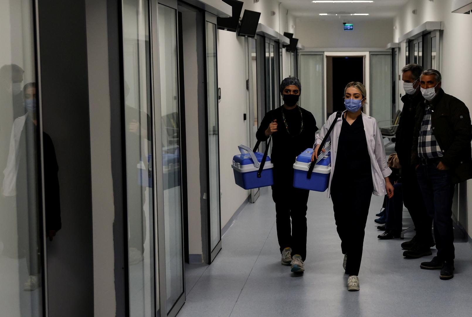 السلطات التركية تكثف حملات التطعيم ضد كورونا