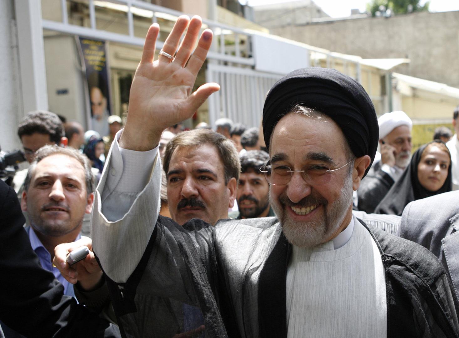 التيار الإصلاحي في إيران يدعو الشعب إلى