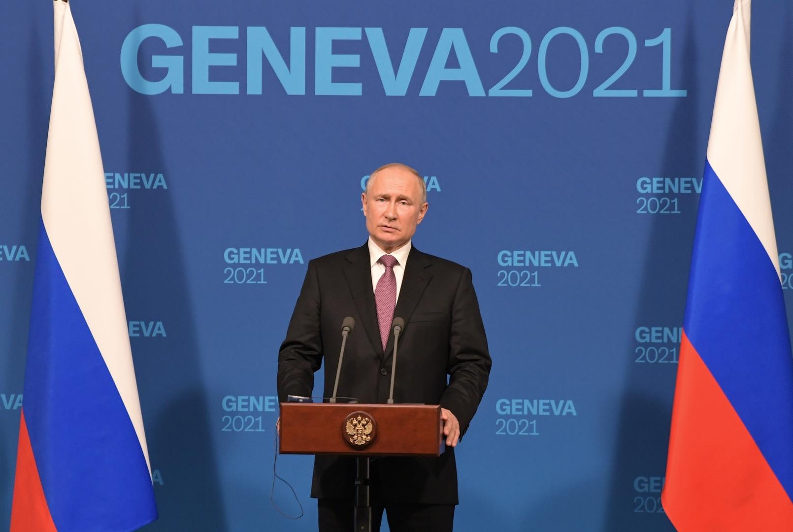الرئيس الروسي، فلاديمير بوتين، خلال مؤتمر صحفي عقده عقب أول قمة مع نظيره الأمريكي، جو بايدن (جنيف، 16 يونيو 2021).