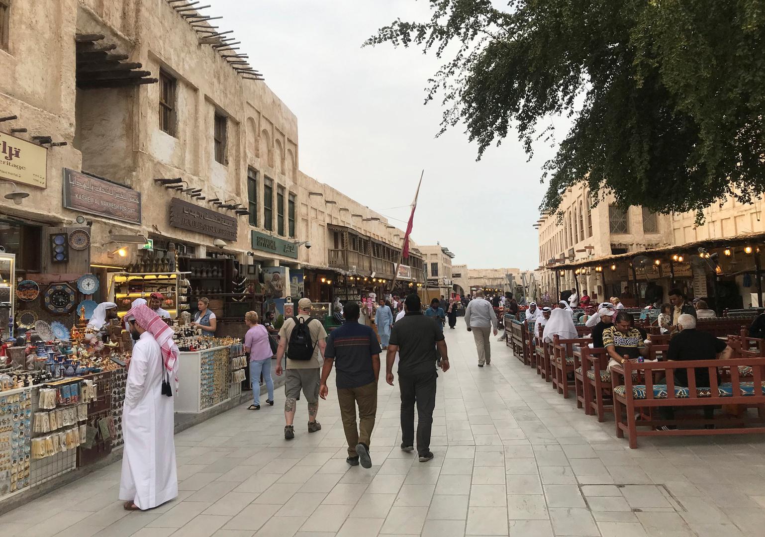 قطر تسمح بعودة 80% من موظفي القطاعين العام والخاص للعمل من المكاتب