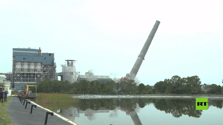 تفجير موجه يدمر مدخنة الفحم في فلوريدا