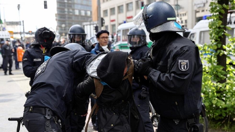 إصابة 60 شرطيا في اشتباكات مع اليساريين الراديكاليين في برلين