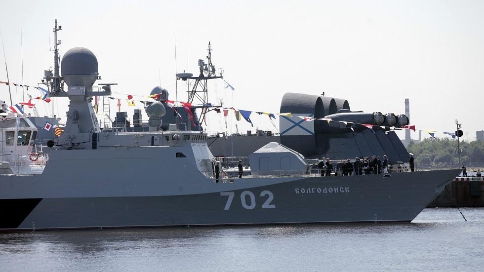 روسيا تستعرض أحدث سفنها وغواصاتها الحربية في بطرسبورغ قريبا