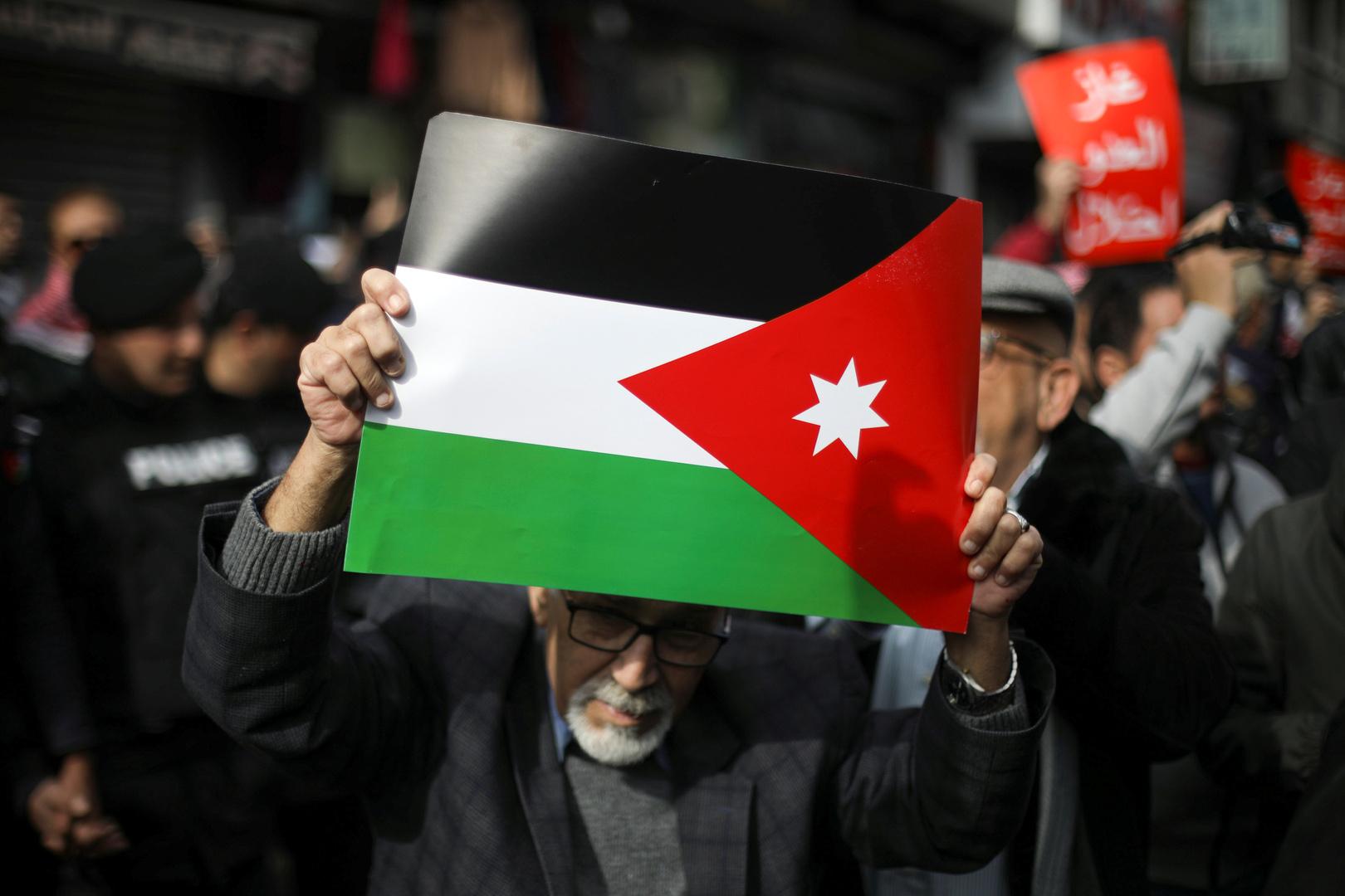 مع قرار منع تصدير السلع.. وزيرة الصناعة والتجارة الأردنية تكشف أن المخزون متوفر لشهرين على الأقل