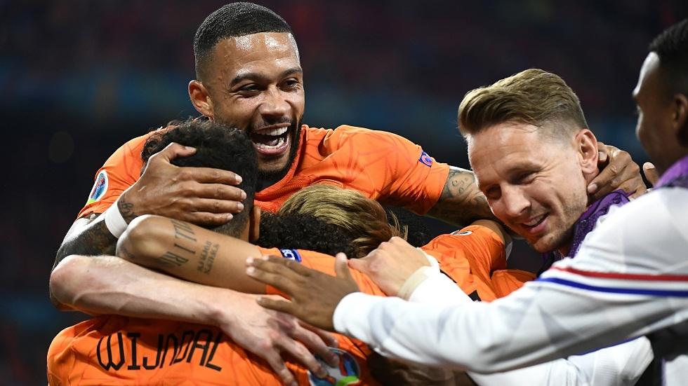 أمم أوروبا.. هولندا تحقق فوزها الثاني وتتأهل إلى دور الـ16 (فيديو)