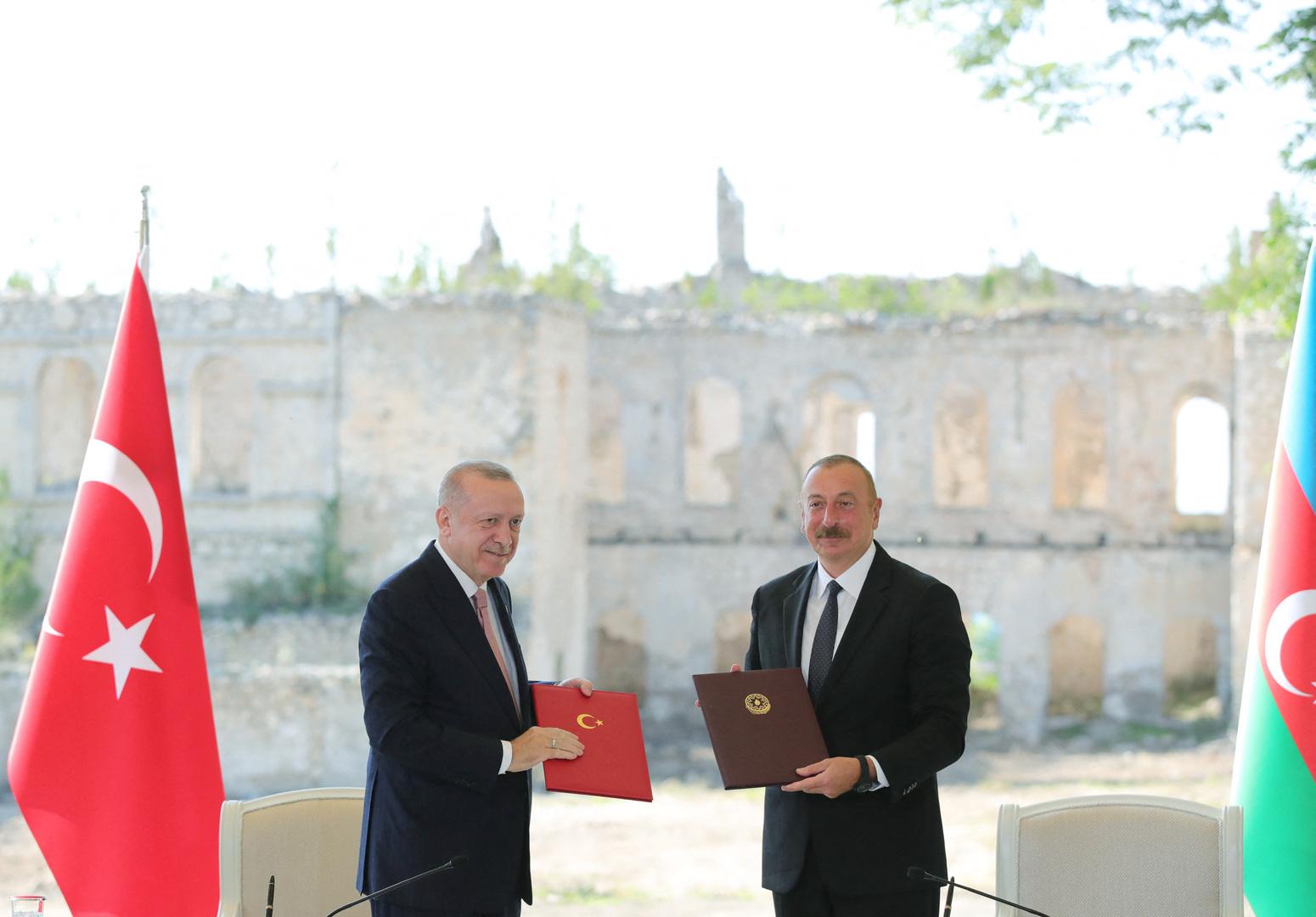 أردوغان يدعو أذربيجان إلى