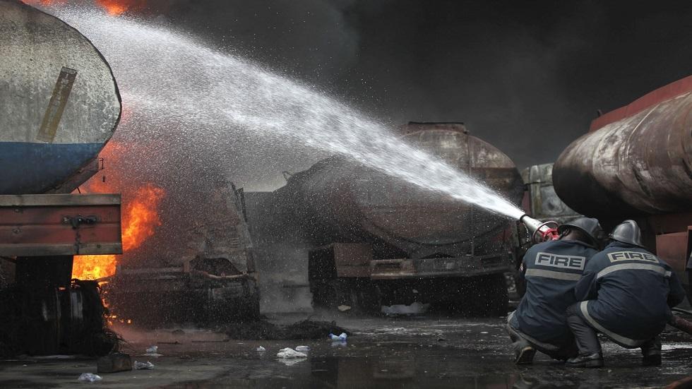الدفاع المدني النيجيري يكافح حريقا في صهاريج للوقود - أرشيف