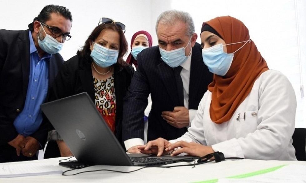 رئيس الوزراء الفلسطيني يوعز بإلغاء الاتفاق وإرجاع جرعات اللقاحات التي استلمتها من إسرائيل