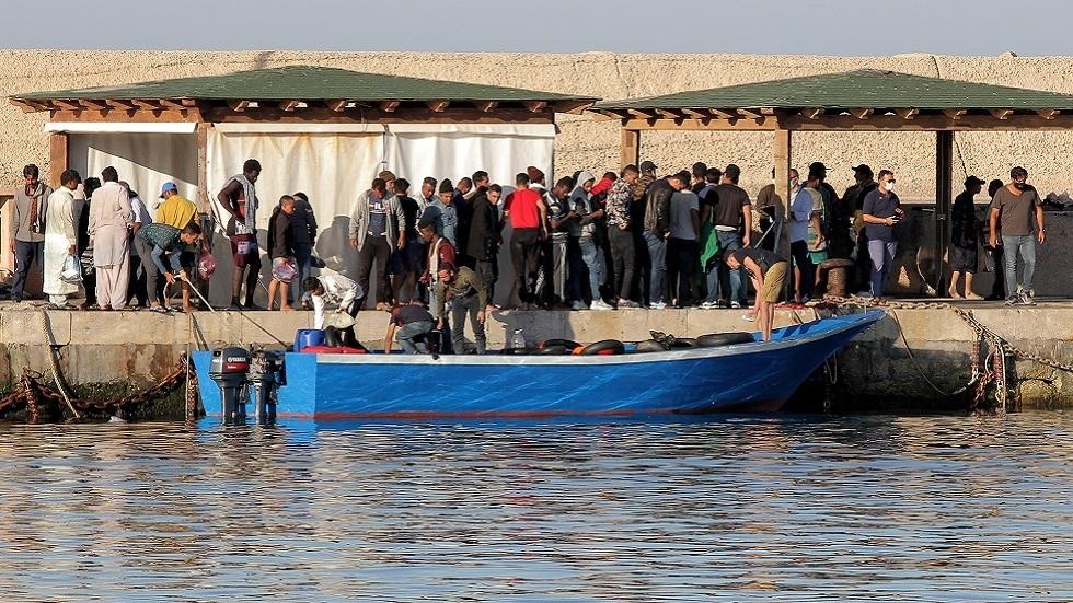 برلماني إيطالي: غير مقبول أن يخلق المهاجرون الوافدون بؤرا لكوفيد