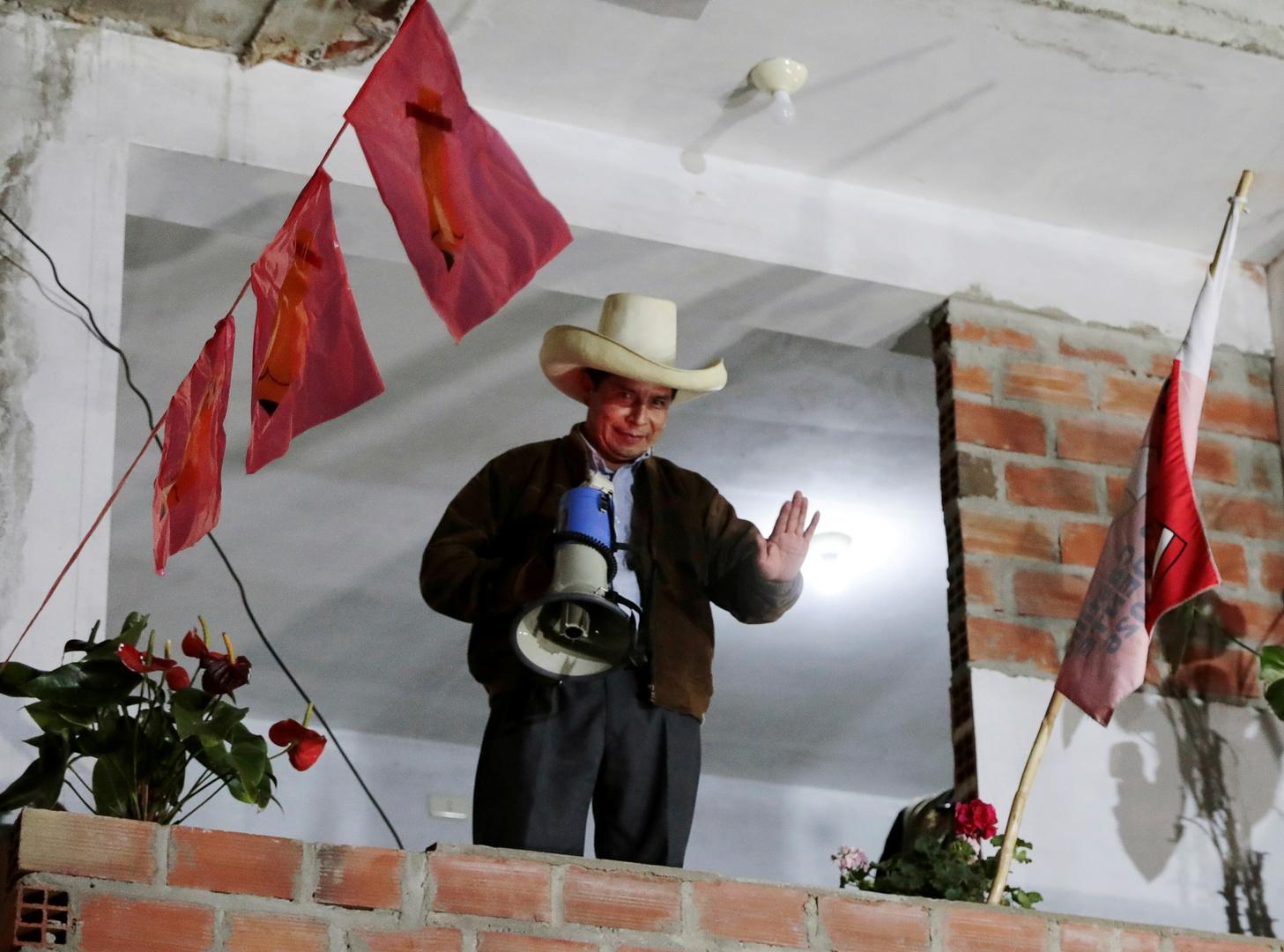 بيرو.. ضباط متقاعدون لا يستبعدون رفض الجيش الاعتراف بالرئيس الجديد