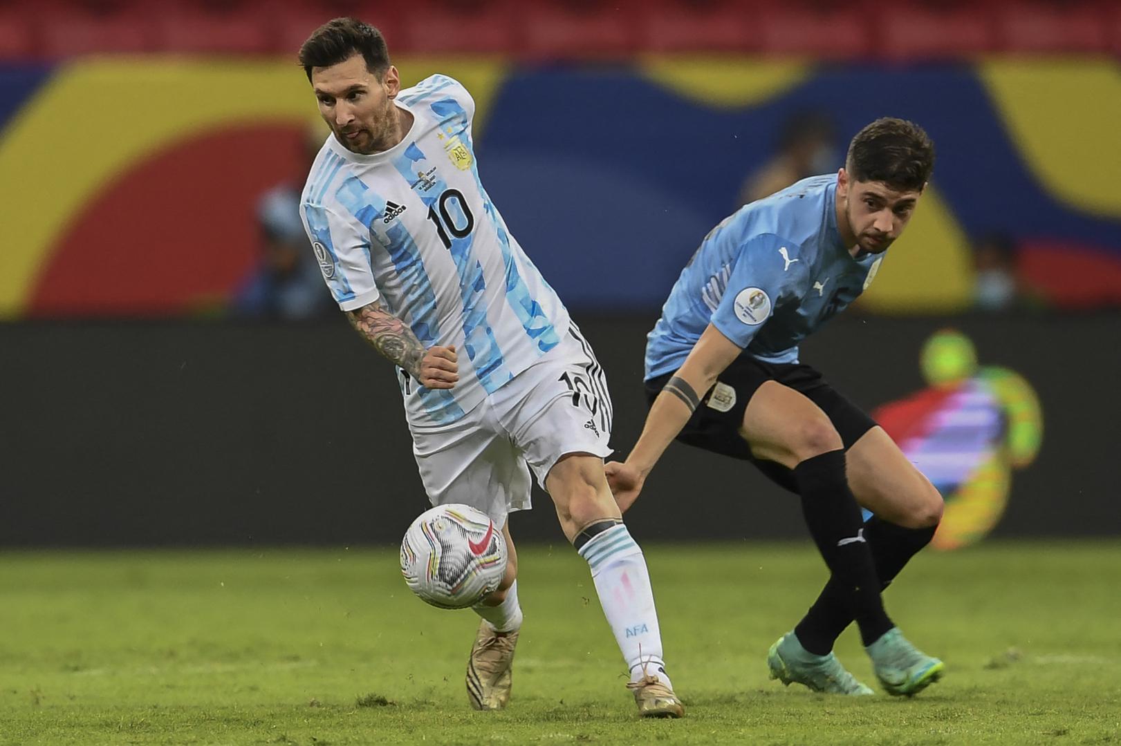 شاهد.. ميسي يبدع بتمريرة رائعة لتفوز الأرجنتين على أوروغواي