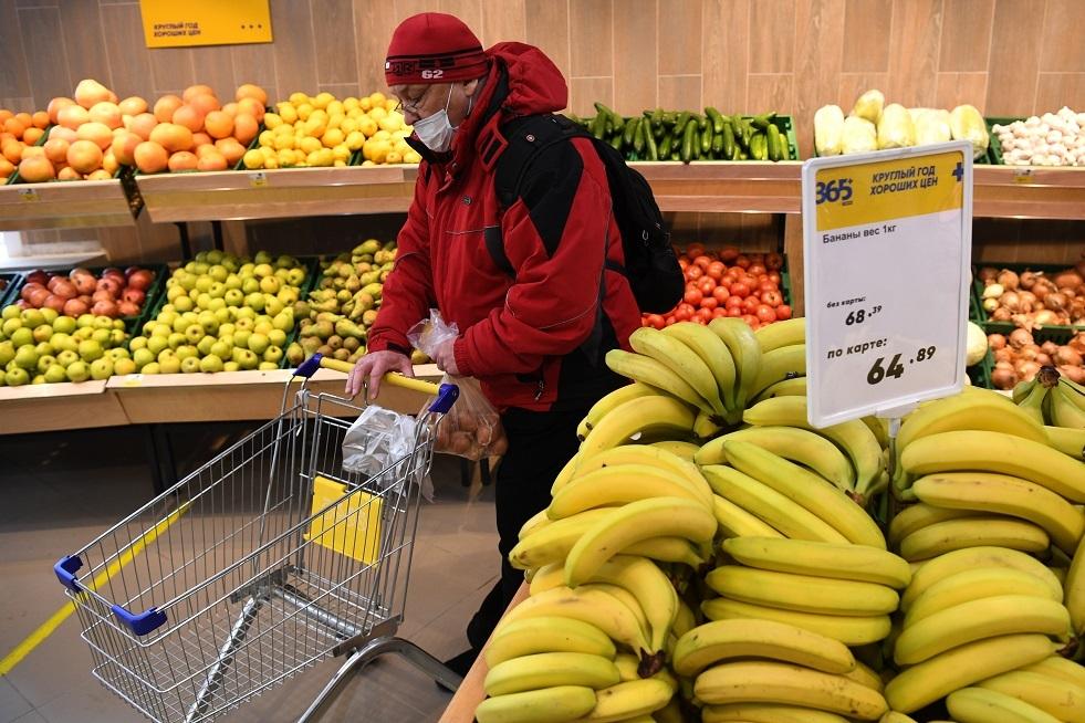 مختص تغذية يحدد الأطعمة التي لا يجوز تناولها مع الموز