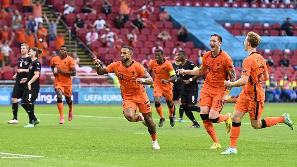 رسميا.. برشلونة يتعاقد مع الهولندي ممفيس ديباي - RT Arabic