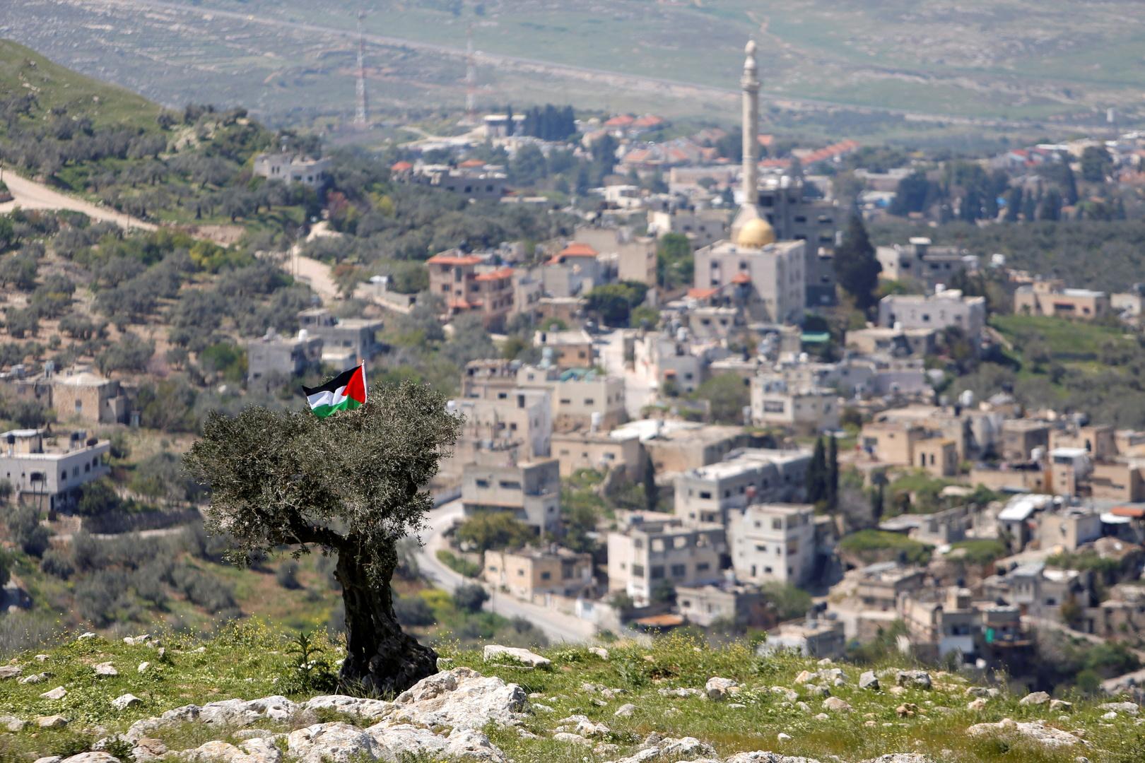 إعلام عبري:  إخلاء البؤرة الاستيطانية في جبل صبيح قد ينفذ نهاية الشهر