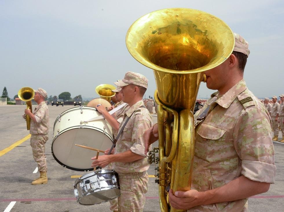 حفلة غنائية على شرف الأطباء العسكريين في قاعدة حميميم الجوية