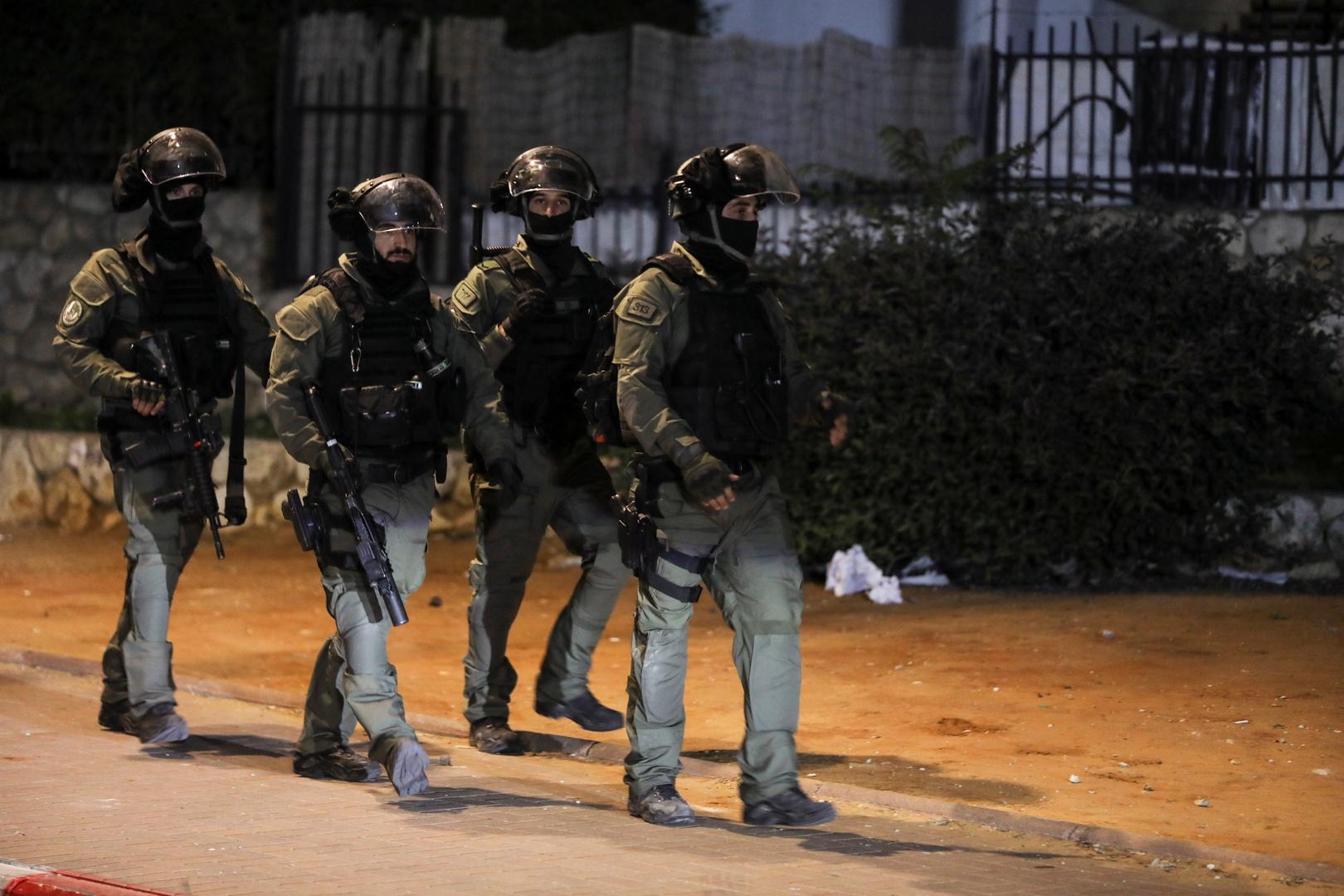 الشرطة الإسرائيلية تنفذ اعتقالات في بلدة فلسطينية داخل الخط الأخضر بعد صدامات عنيفة