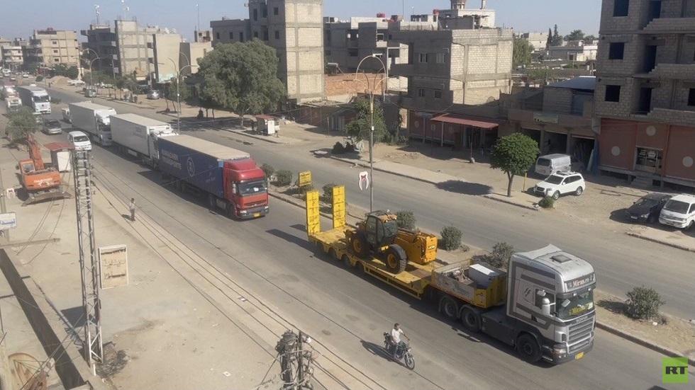 بالفيديو.. قافلة من الشاحنات التابعة للتحالف الدولي تصل مدينة القامشلي السورية