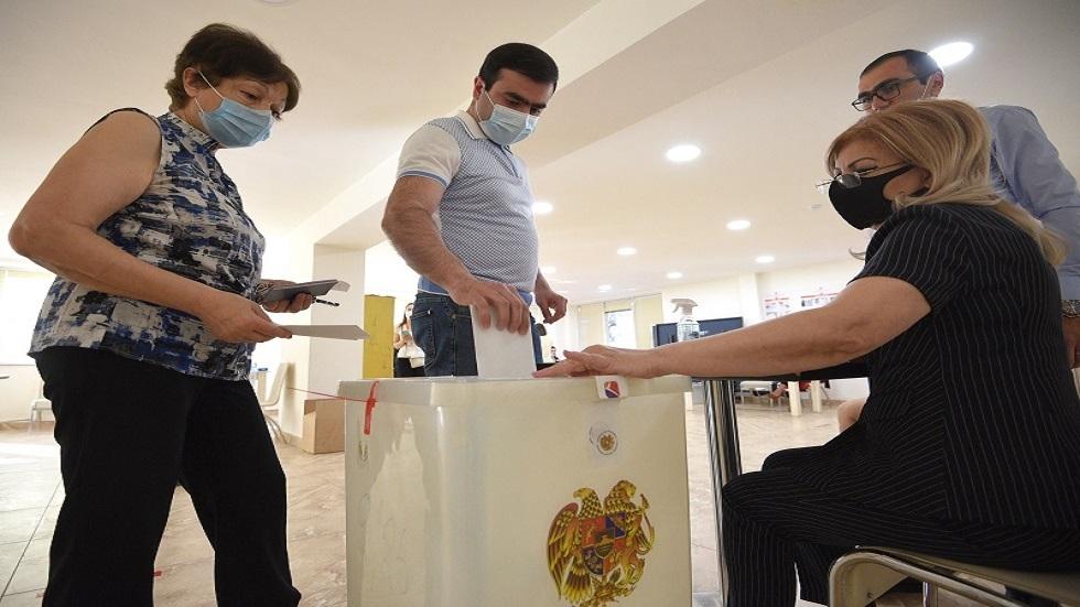 عملية التصويت في الانتخابات البرلمانية المبكرة في أرمينيا