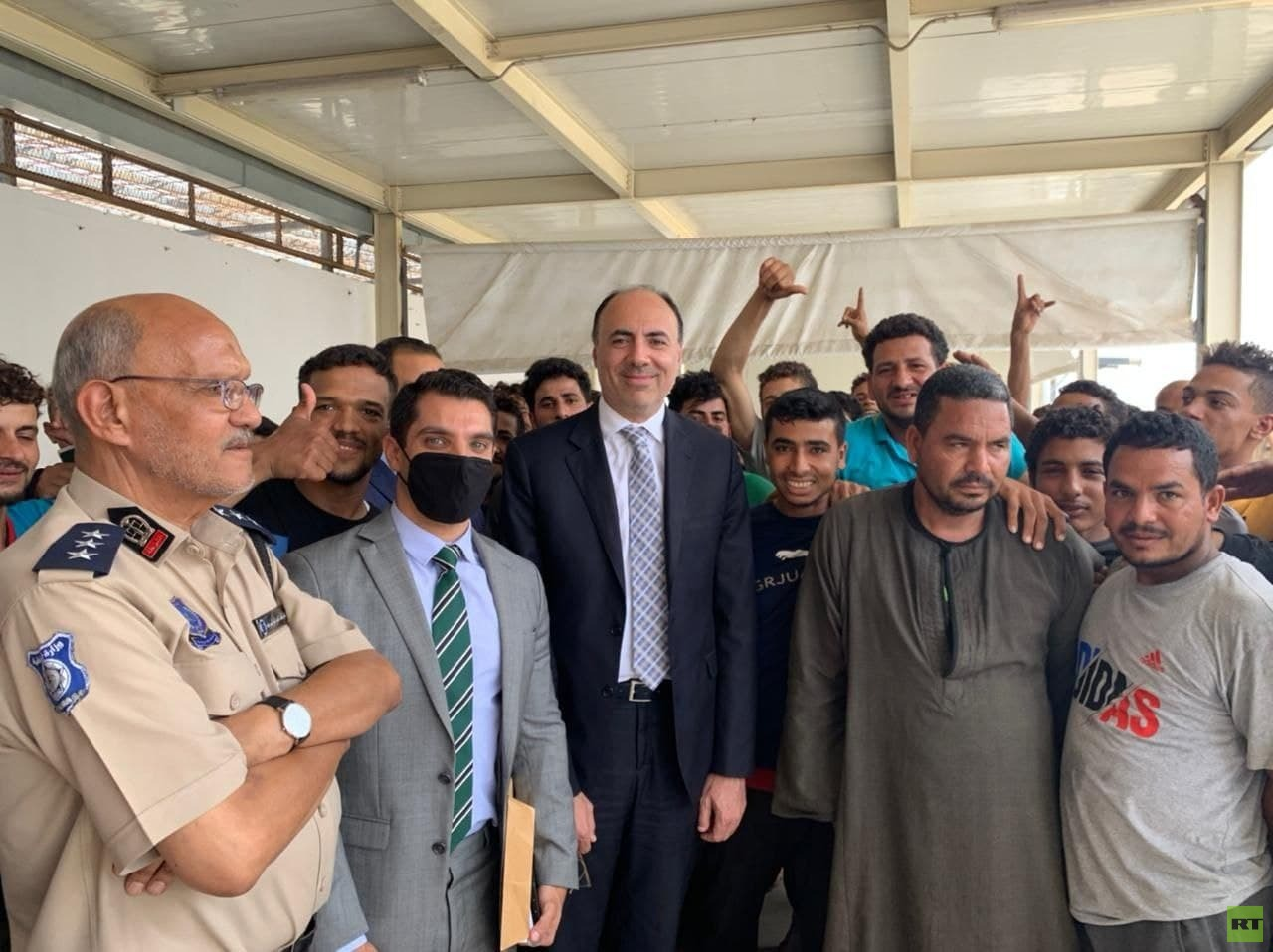 ليبيا.. إطلاق سراح 90 مصريا احتجزوا في مركز لتوقيف المهاجرين المخالفين (صور)