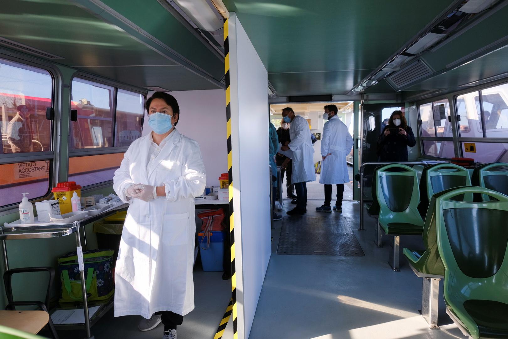 السلطات الإيطالية تبدأ بفصل الكوادر الطبية الذين لم يتلقوا لقاح كورونا
