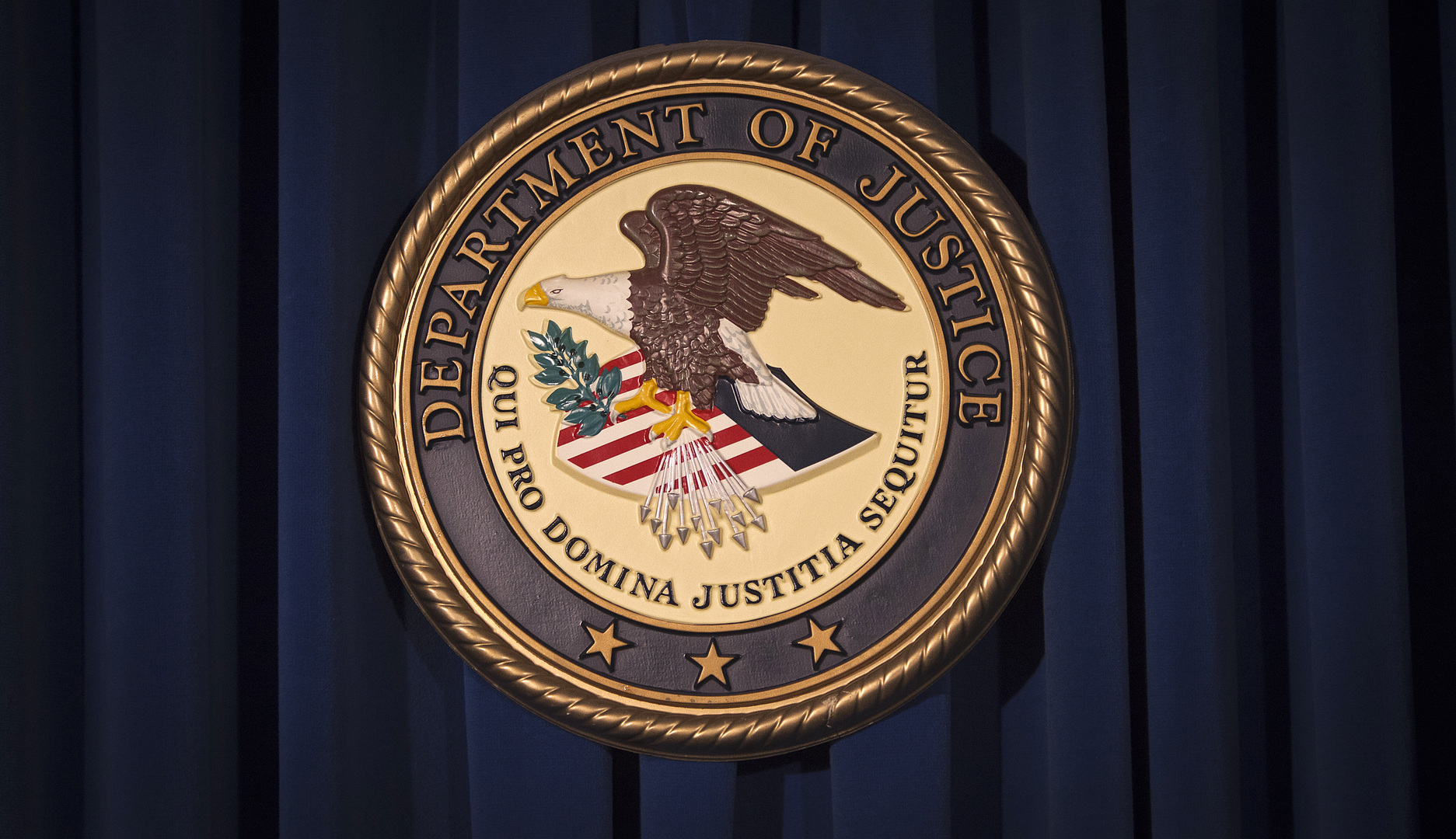 واشنطن تتهم خمسة أشخاص بمحاولة تهريب معدات عسكرية إلى روسيا