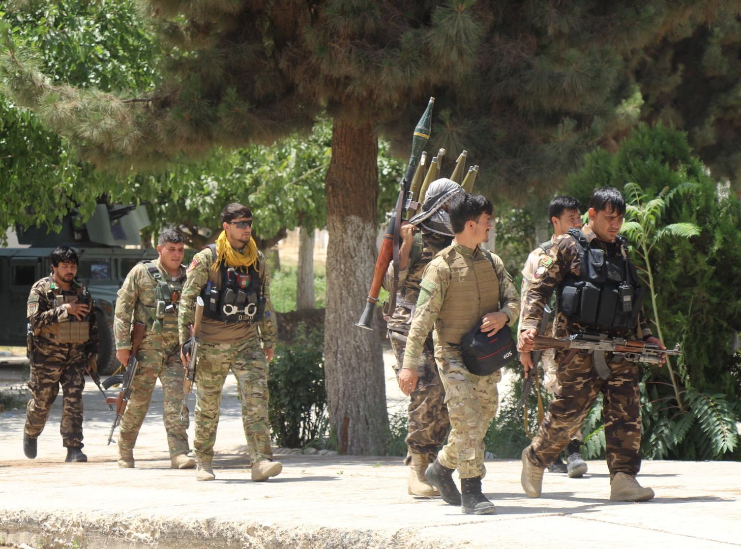 طالبان تسيطر على معبر حدودي والقوات الأفغانية تستعيد منطقتين في قندوز
