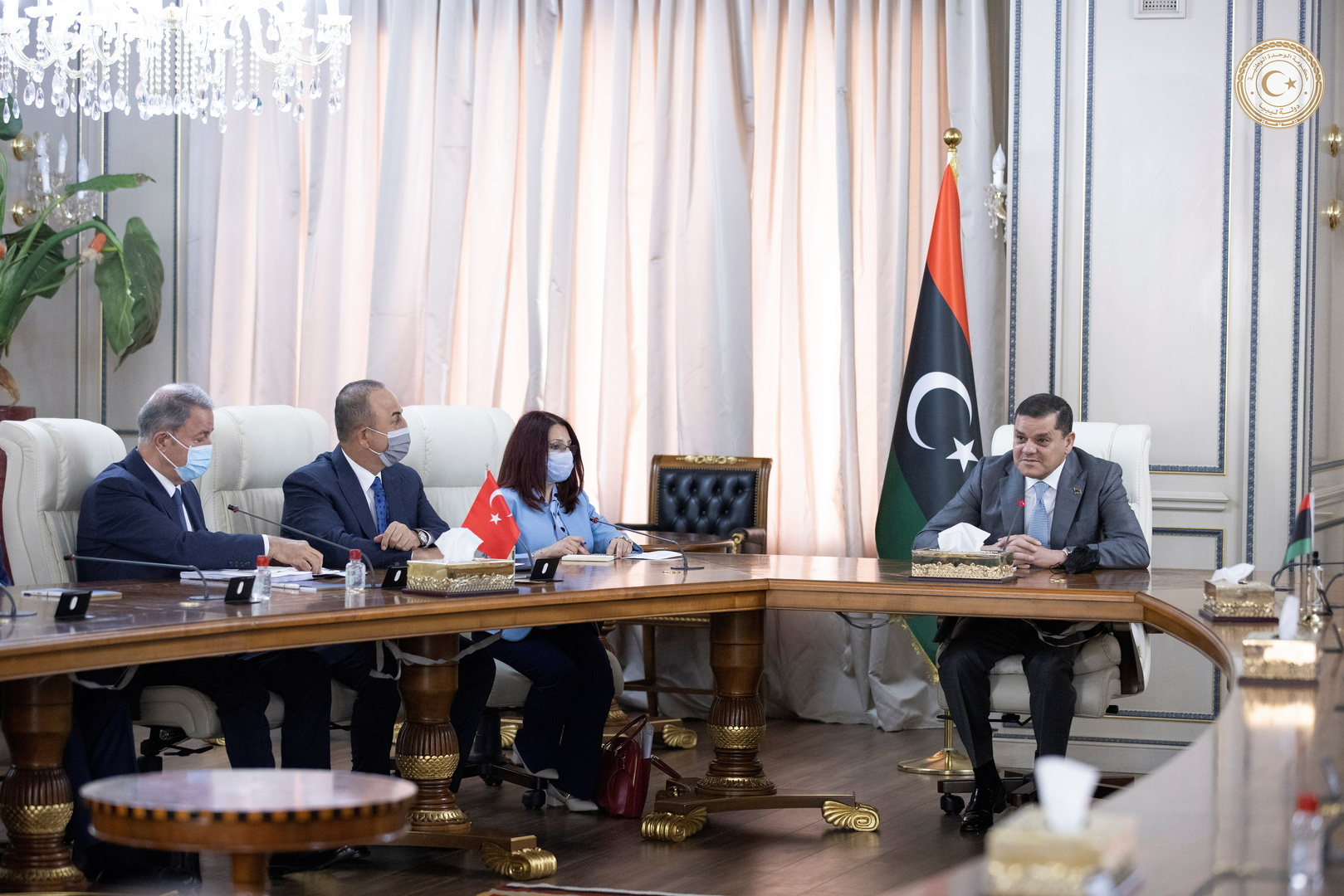 رئيس الحكومة الليبية عبد الحميد الدبيبة ملتقيا وزير الخارجية التركي مولود تشاووش أوغلو