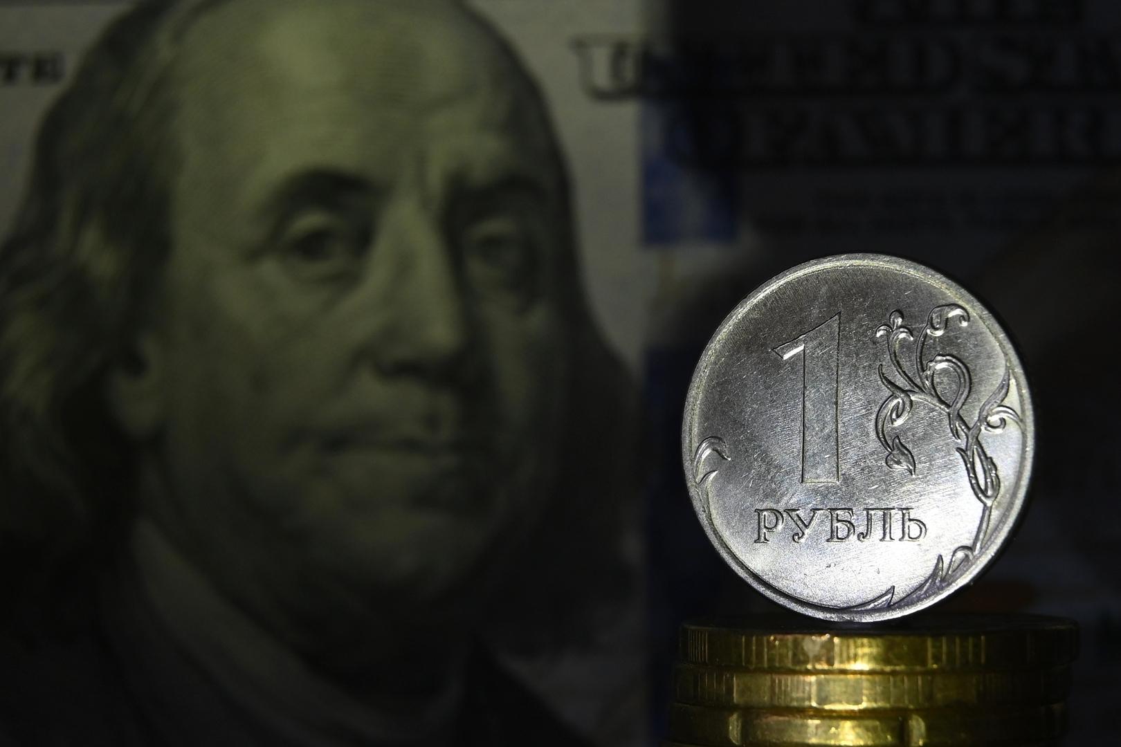 بورصة موسكو والروبل الروسي في المنطقة الخضراء