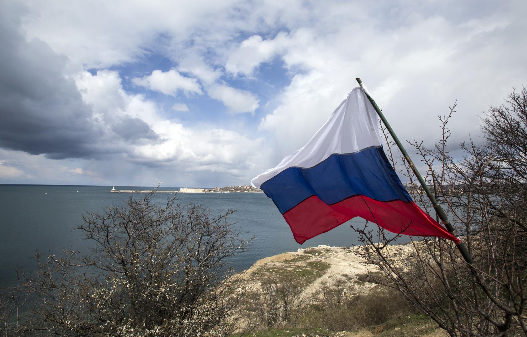 بوشكوف يسخر من رد كييف على حادث المدمرة البريطانية في مياه روسيا