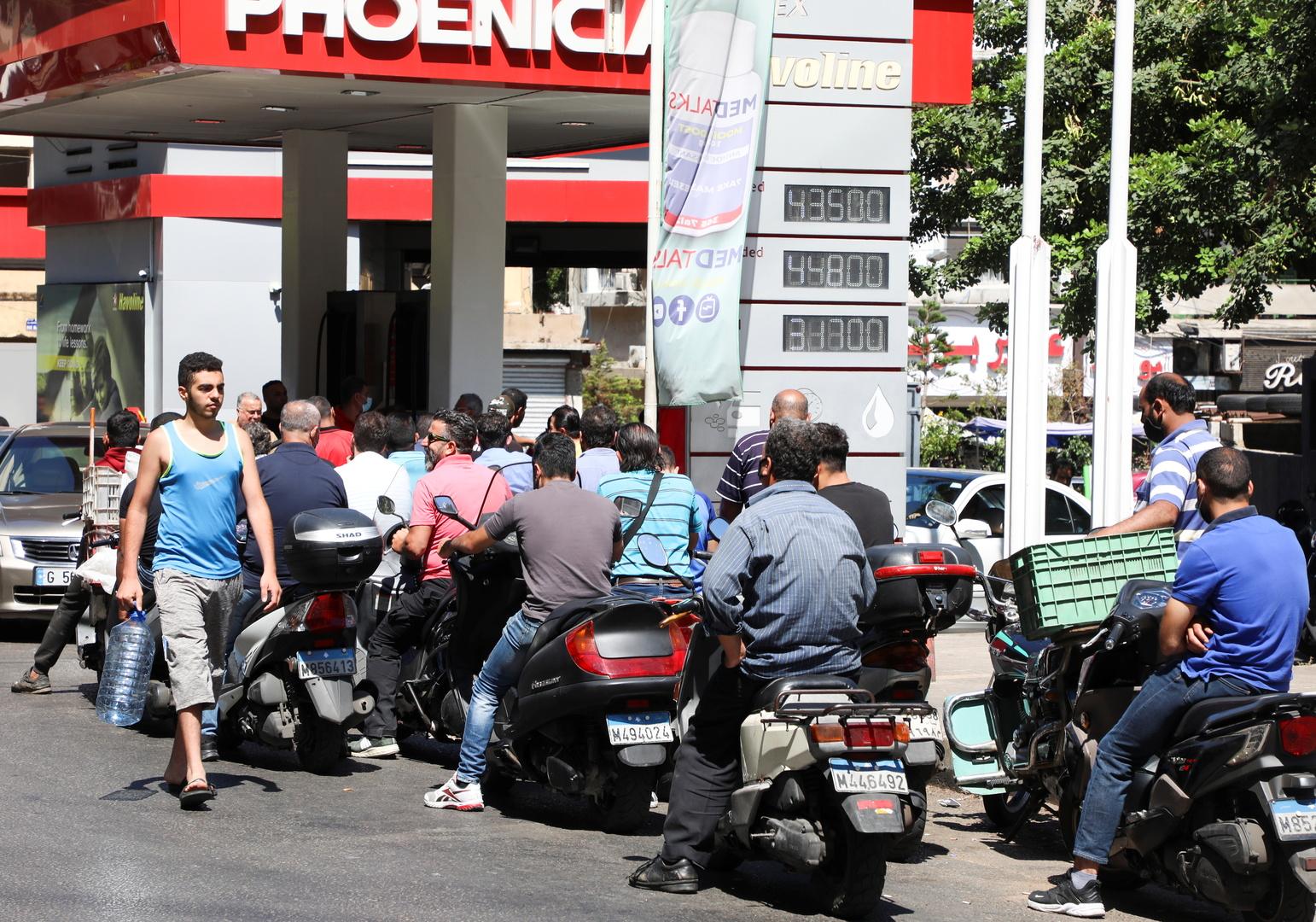 بالفيديو.. محتجون يستولون على صهريج محروقات شمالي لبنان