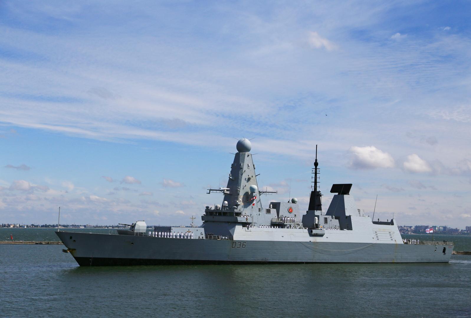 مدمرة Defender البريطانية في مياه البحر الأسود