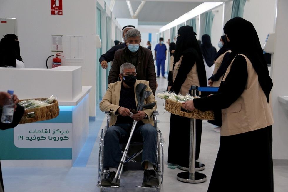 السعودية: يمكن لمن عمره 50 عاما وأكثر وأتم 42 يوما من الحصول على الجرعة الأولى أن يأخذ جرعة ثانية
