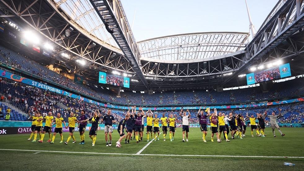 السويد تقصي بولندا عن