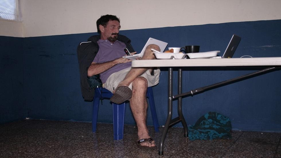 جون مكافي لدى احتجازه في غواتيمالا - أرشيف