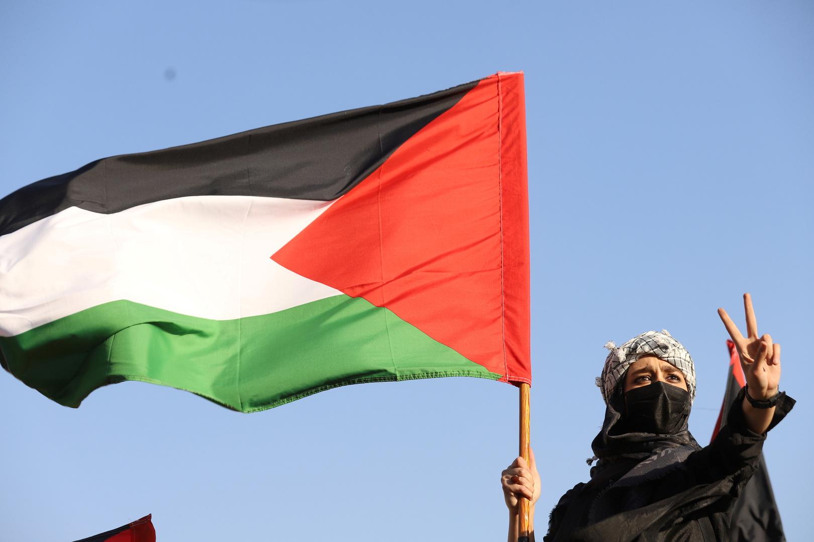 الاتحاد الأوروبي وكندا يعلقان على وفاة الناشط الفلسطيني نزار بنات