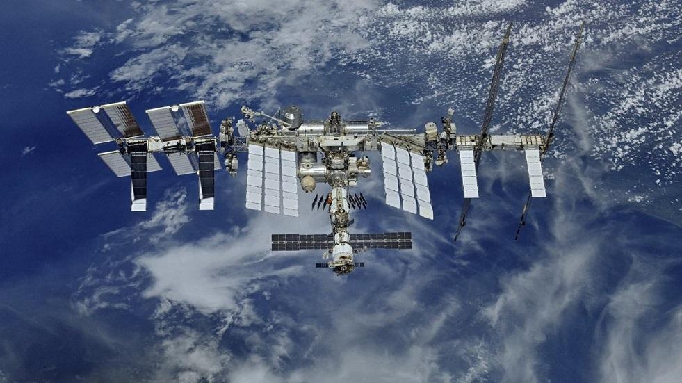 رائد الفضاء الفرنسي باسكي يتابع مباراة بلاده ضد البرتغال من المحطة الدولية (صورة)