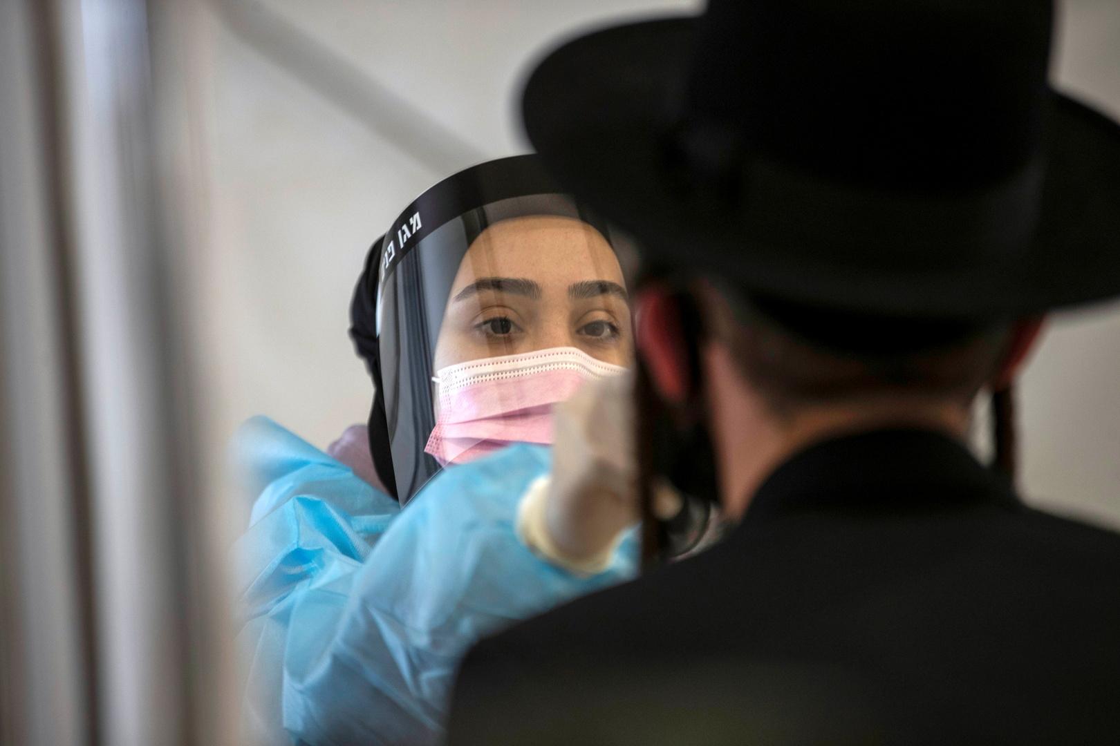 إسرائيل تعيد فرض ارتداء الكمامات في الأماكن المغلقة بدءا من اليوم