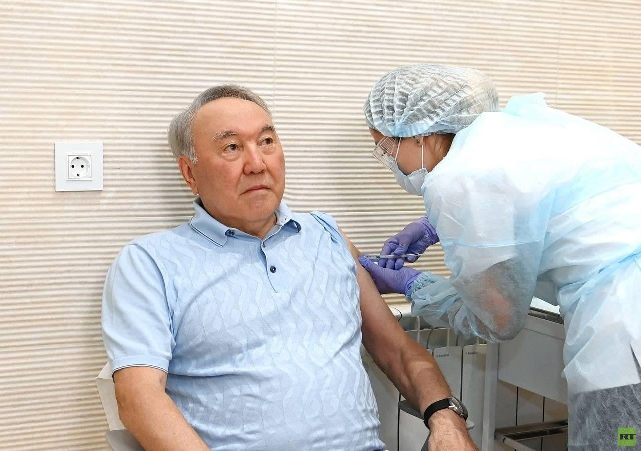 نزاربايف يتلقى الجرعة الأولى من لقاح