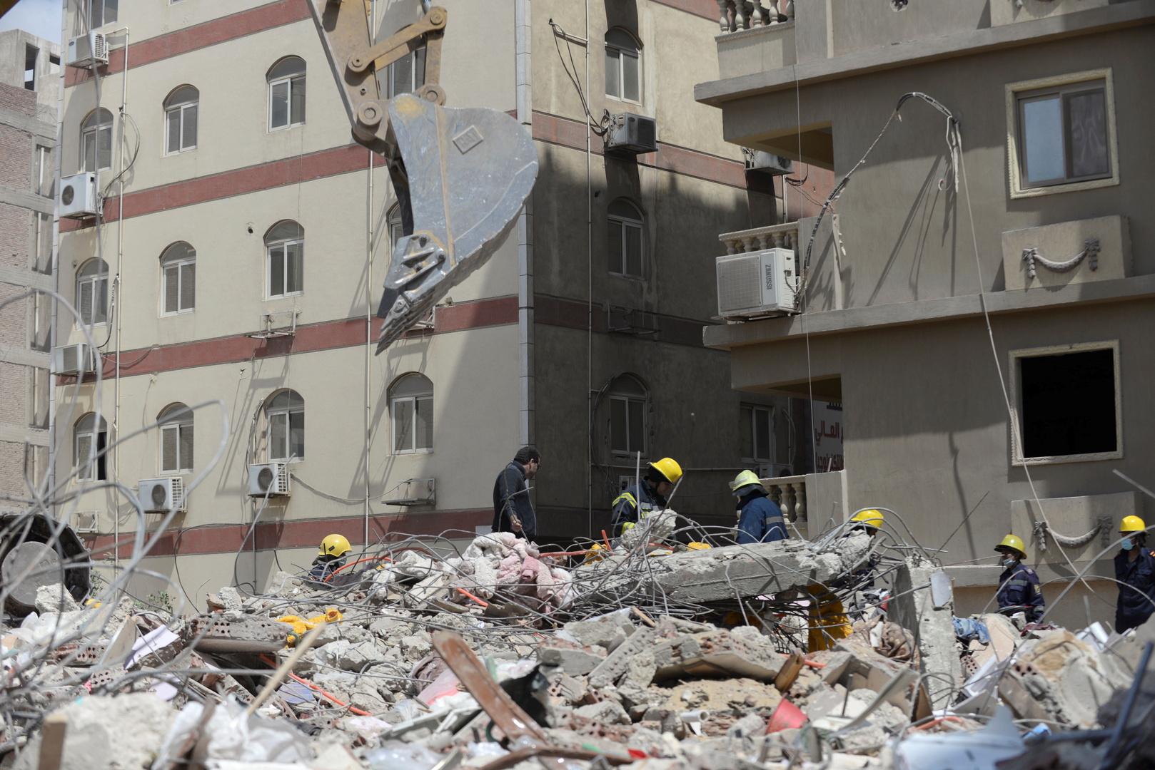 انتشال جثث 3 ضحايا من أنقاض عقار قديم منهار وسط الإسكندرية