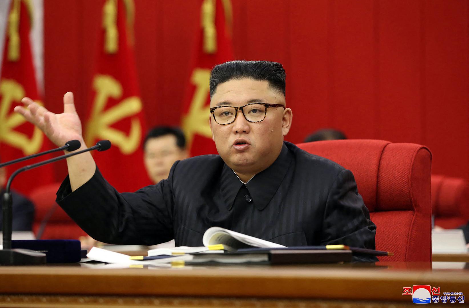 تلفزيون كوريا الشمالية يبث تصريحا يقول:  المواطنون انهمرت دموعهم كمدا على نحافة الزعيم
