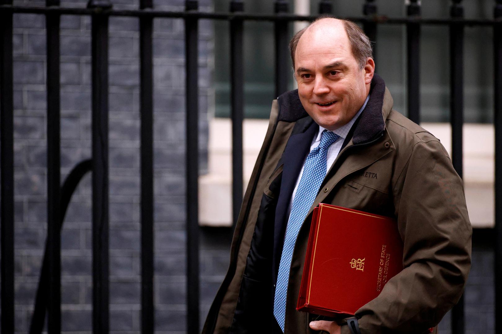 عزل وزير الدفاع البريطاني بعد إصابة رئيس الأركان بكورونا