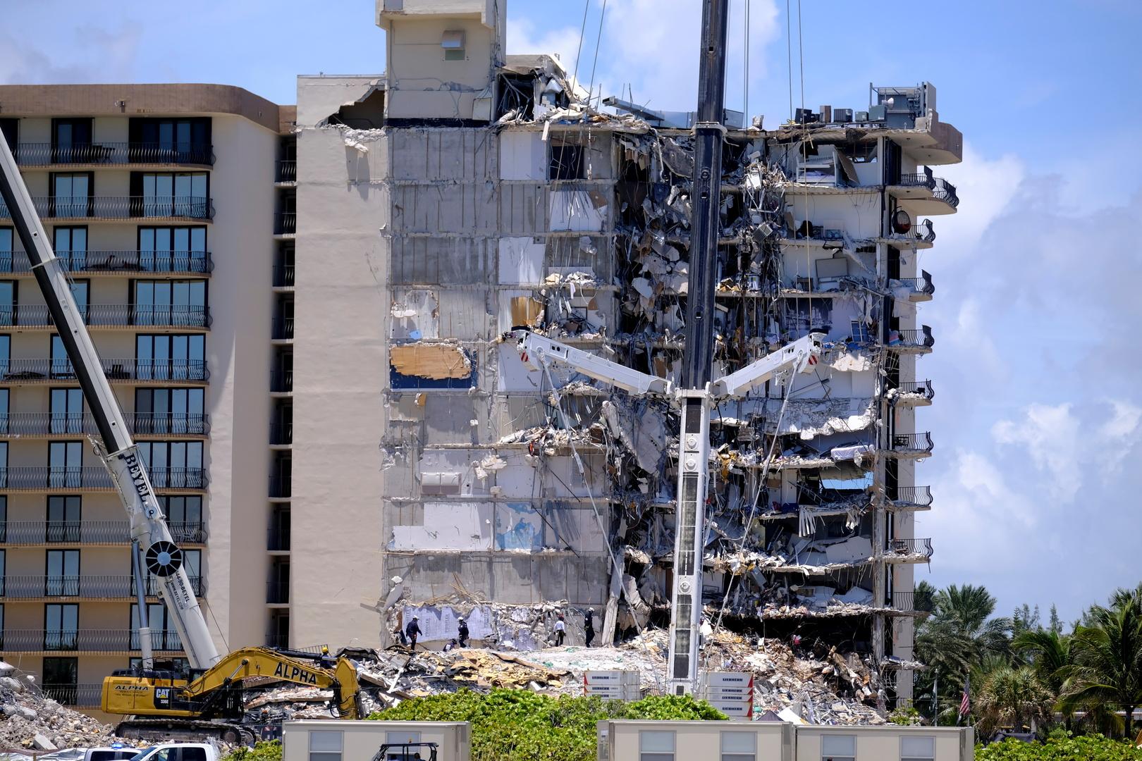 ارتفاع عدد ضحايا المبنى المنهار في فلوريدا إلى 11 قتيلا و150 مفقودا