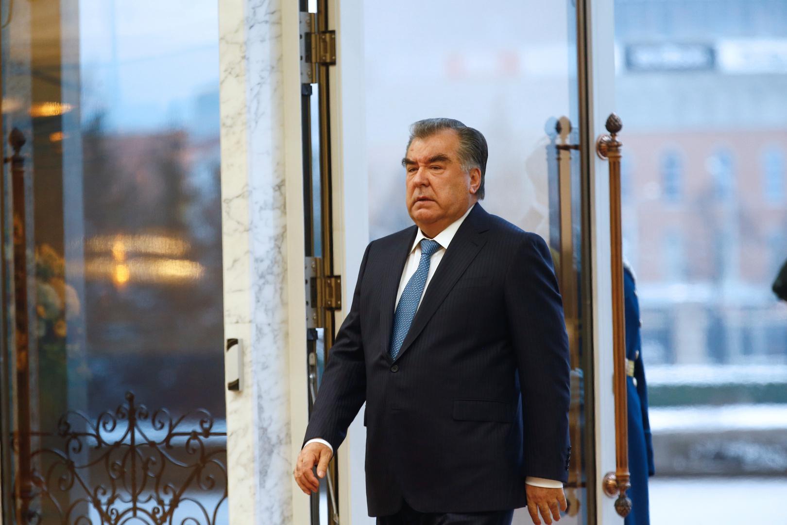 رئيس طاجيكستان يستقبل نظيره القرغيزي في دوشنبه بعد الاشتباكات المسلحة بين البلدين