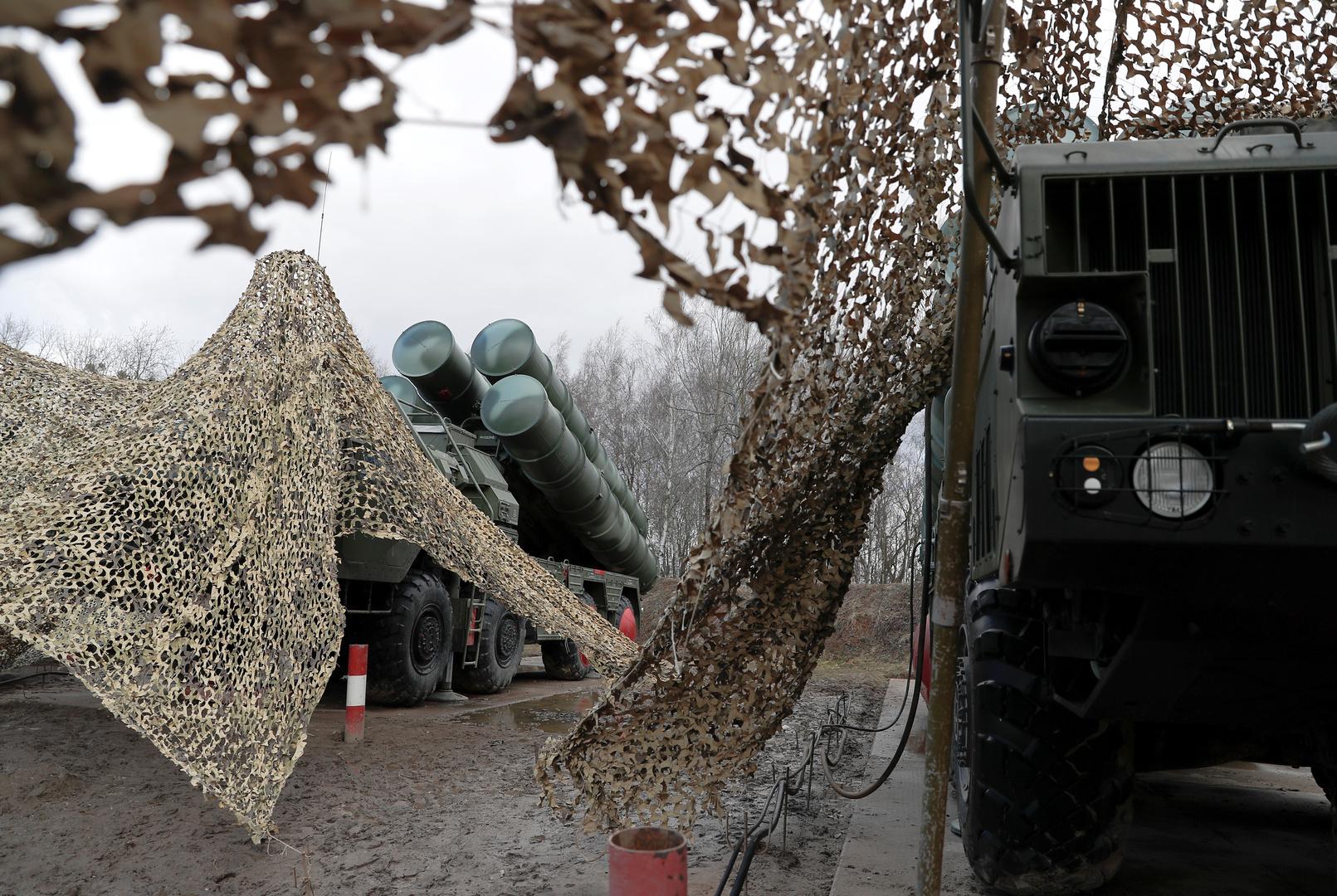 القوات الروسية تتفقد جاهزية دفاعاتها الجوية في القرم